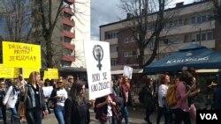 Osmomartovski marš u Banjaluci - Bori se kao zenško!