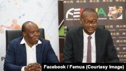 Salif Traoré, dit A'Salfo, à gauche, le leader de Magic System et promoteur du Festival des musiques urbaines d'Anoumabo (Femua) lors de la signature d'une convention avec la RTI (Radio-télé ivoirienne), à Abidjan, 9 mars 2018. (Facebook/Femua)