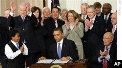 Bir yil davom etgan muhokama va tortishuvlardan keyin prezident Obama 2010-yil mart oyida qonunni imzolagan edi.