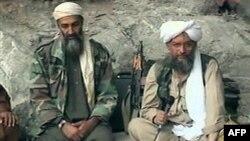Zawahri (phải) lên thay bin Laden sau khi trùm khủng bố này bị Mỹ hạ sát