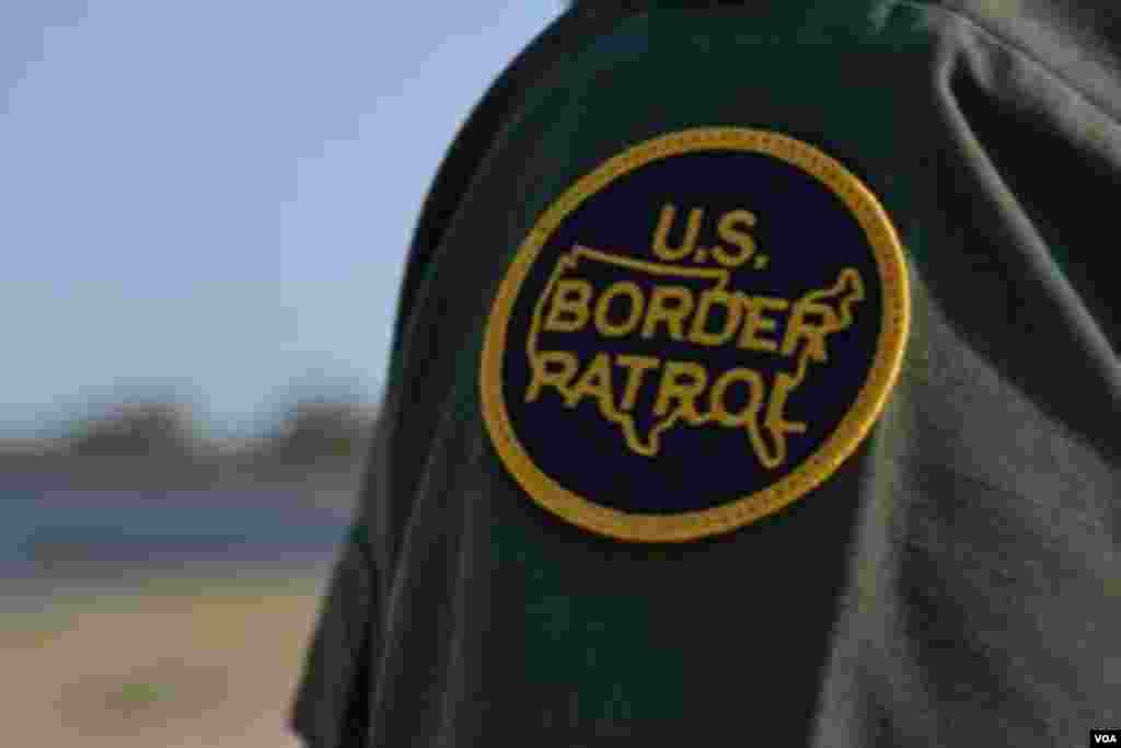 Uniforme de la patrulla fronteriza de Estados Unidos. [Foto: Ramon Taylor, VOA].