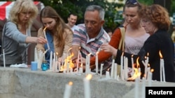People light and place candles in memory of Ukrainian servicemen killed when their transport plane was downed by pro-Russian rebels in Luhannk region, in a central square of Ukraine's western city of Lviv, June 14, 2014.