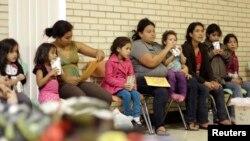 Nhà thờ Thiên Chúa giáo Sacred Heart, ở McAllen, Texas, cho di dân tạm trú