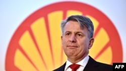 FILE - Ben van Beurden, Chief Executive Officer of Royal Dutch Shell, addresses a press conference in central London, Jan. 29, 2015.