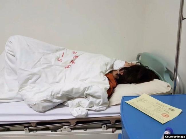 2020年4月26日,李文足女士因患急症送入北京西苑医院急诊室。(推特截图)