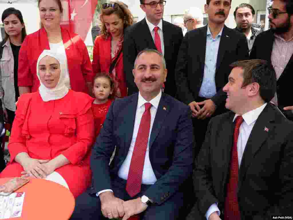 New York, Brooklyn'de gerçekleştirilen Türk gününe Türkiye'den Adalet Bakanı Abdülhamit Gül de katıldı