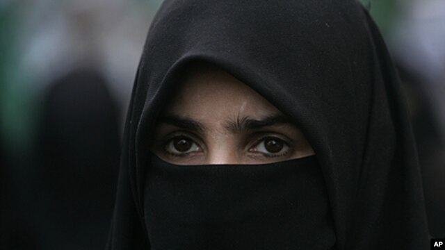 A supporter of Pakistani religious party Jamaat-i-Islami attends a rally to condemn the ban imposed on the burqa or veil in France, April 19, 2011 in Karachi, Pakistan.