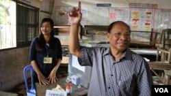 Ông Hang Samrin, Chủ tịch Quốc hội Campuchia đi bỏ phiếu trong tỉnh Konpong Cham, 28/7/13