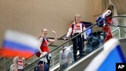 Les membres de la délégation olympique russe à leur arrivée à l'aéroport international de Rio de Janeiro à Rio de Janeiro, Brésil, 28 juillet 2016.