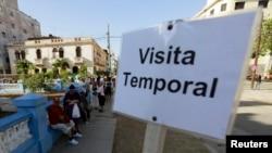 Desde 1961 el gobierno comunista mantenía instaurada una serie de restricciones a los viajes al exterior de los cubanos.