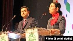 HDP 52 sayfalık 'Büyük İnsanlık 2015 Seçim Bildirgesi'ni bugün İstanbul'da Eş Genel Başkanlar Selahattin Demirtaş ve Figen Yüksekdağ birlikte açıkladı.