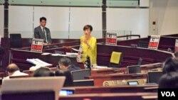 香港立法会辩论西九一地两检无约束力议案。(美国之音特约记者汤惠芸)