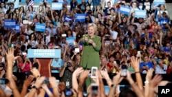 前国务卿希拉里·克林顿来到佛罗里达州的一个竞选大会上(2016年7月22日)