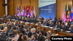 Ministros de Relaciones Exteriores de 100 países se reunieron el martes 16 de julio de 2019 a sobrevivientes de masacres en iglesias, mezquitas y sinagogas para pedir tolerancia y respeto por la libertad religiosa y el pluralismo religioso en todo el mundo.