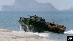 Militer AS dan Filipina melakukan latihan bersama di dekat beting Scarborough, Filipina barat pada 21 April tahun 2015 (foto: ilustrasi).