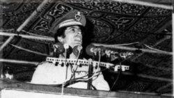 قذافی هشتمین سالگرد به دست گرفتن قدرت در طرابلس را جشن گرفت. ۲ سپتامبر ۱۹۷۷