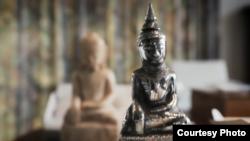 ေရႊေမာ္ေဓာ ဘုရားကေန လြန္ခဲ႔တဲ႔ ႏွစ္ေပါင္း ၁၆၀ ေက်ာ္က ယူေဆာင္သြားခံရတဲ႔ ေရွးေဟာင္း ဆင္းတု တခ်ိဳ႕။ (မူရင္း -nzherald' video)