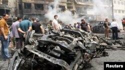 انفجارهای انتحاری دو خودروی بمب گذاری شده در بغداد در روز پنجشنبه دست کم ۲۸ کشته بر جای گذاشت.