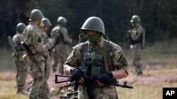 Украинские солдаты в центре военной подготовки под Житомиром. 11 сентября, 2014.