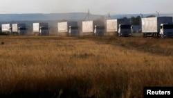 """Ucrania informó que los camiones """"pasaron a sin aprobación ni participación de Cruz Roja Internacional o los guardias fronterizos""""."""