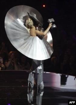 Lady Gaga 2011'de En Çok Kazanan Kadın Şarkıcı