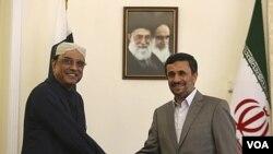 Presiden Iran Mahmoud Ahmadinejad menerima kunjungan Presiden Pakistan Asif Ali Zardari di Teheran (16/7).