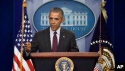ປະທານາທິບໍດີ Barack Obama ຖະແຫລງກ່ຽວກັບ ການຍິງ ກັນ ຢູ່ວິທະຍາໄລທ້ອງຖິ່ນ ໃນລັດ Oregon ຕັ້ງຢູ່ທາງຕາເວັນຕົກ ສຽງເໜືອ ຂອງ ສະຫະລັດ.