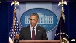 Presiden AS Barack Obama berbicara mengenai penembakan di sebuah universitas di Oregon, di Gedung Putih di Washington (1/10). (AP/Susan Walsh)