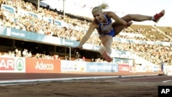 En su mensaje en la red social, la campeona de triple salto bromeaba sobre la raza africana.