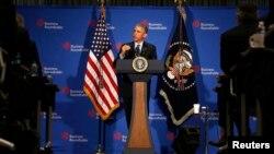 Tổng thống Barack Obama trả lời câu hỏi tại cuộc gặp Bàn Tròn Doanh Nghiệp ở Washington, 3/12/2014.