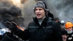 乌克兰反对派领导人,也是前拳击运动员的克里钦科2014年1月23日在首都基辅向抗议群众发表讲话。
