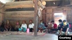 """Upacara hukum adat """"Boto Cuku Nunga"""" di Manggarai Timur, Sabtu (20/2). (Foto: Humas KLHK)"""