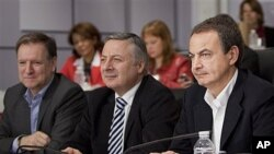Spain's Prime Minister Jose Luis Rodriguez Zapatero, right, Vice-secretary of PSOE party Jose Blanco, center, and PSOE Organization Secretary Marcelino Iglesias, left, are seen before a meeting with party members in Madrid, April 2, 2011