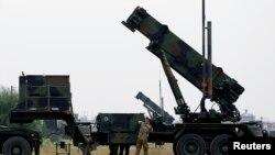 터키 아다나에서 패트리엇 미사일 가동 준비에 들어간 네덜란드 군인들