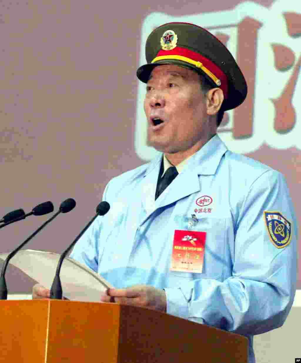 2003年10月16日,中国神舟五号返回后, 中国载人航天工程总指挥、军队总装备部部长李继耐上将发表讲话。李继耐后来接替徐才厚担任军队总政治部主任,是张阳的前任。有人说张阳自杀是为了保护李继耐等人。 2016年8月5日, 被阿里巴巴集团买下的香港南华早报报道熟悉中共军方者的消息说,74岁的李继耐和前总后勤部部长廖锡龙上将在7月被带走,但不清楚是本身被调查,还是对其他调查提供协助。但是后来李继耐上将和前总后勤部部长廖锡龙上将都穿军装出席了高层国庆招待会,中央电视台新闻联播有镜头。