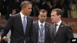 俄羅斯總統梅德韋傑夫(左)和美國總統奧巴馬(右)(資料圖片)