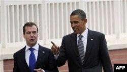 Президенты Барак Обама и Дмитрий Медведев