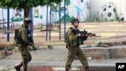 Tentara Israel melakukan patroli di Jenin, Tepi Barat (2/7).