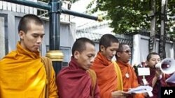 برما: سیاسی قیدیوں کی رہائی کے لیےبھکشوؤں کا مظاہرہ