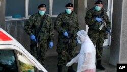 U Srbiji za sada 659 obolelih od virusa koji je zahvatio veći deo sveta, (Foto: AP/Darko Vojinović)
