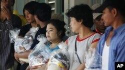 11月1号,已经几个星期没有国工作的外来劳工受困在泰国洪水灾区