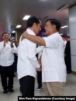 Prabowo dan Widodo bertemu di MRT.