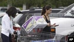 El gasto del consumidor en EE.UU. aumentó en mayo más de lo esperado.