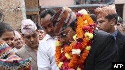 Cựu Thái tử Nepal Paras Shah được chào đón ở Kathmandu, 21/8/2010