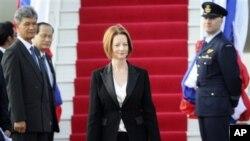 Thủ tướng Julia Gillard đến Sân bay Quốc tế Wattay ở Vientiane, Lào, ngày 4/11/2012.