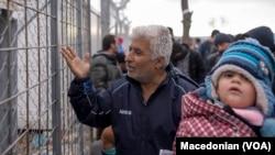 Бегалците во Идомени, Грција во исчекување на одлуката од Брисел