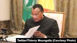 Président Denis Sassou N'Guesso na ndako ya mosala na ye na Brazzaville, 23 juillet 2020. (Twitter/Thierry Moungalla)