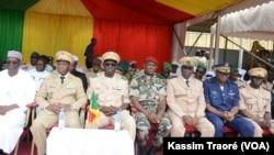 Loge officielle lors de la cérémonie au camp de BAFO, au Mali, le 8 septembre 2019. (VOA/Kassim Traoré)