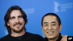 "British actor Christian Bale (L) and Chinese director Zhang Yimou pose during a photocall to promote the film ""The Flowers of War"" February 13, 2012."