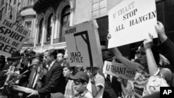 Iraqi Jews and others protest the hanging of 15 Iraqi citizens, including two Jews, outside the Iraqi Embassy to the UN in New York in 1969.